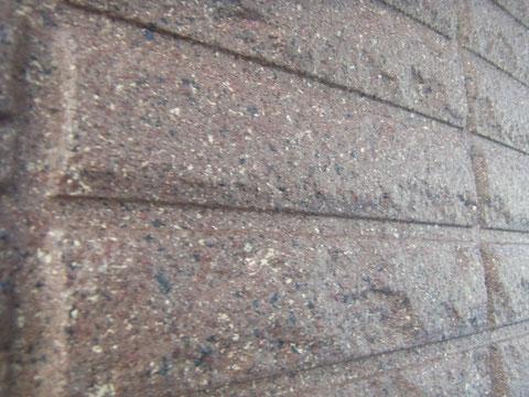 熊本市S様家の外壁塗装及び屋根塗装時に外壁仕上がりを接写で撮影しました。オシャレブラウン複数色を使用。
