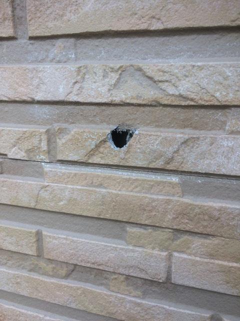 熊本地震による外壁の傷・穴 熊本市 (有)岩津塗装による塗装修理事例