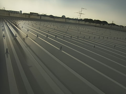 折板金属屋根塗装後完成写真。関西ペイントシリコン塗料使用