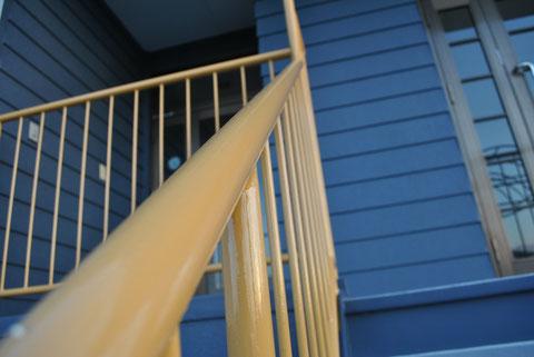 鉄骨階段手摺りの塗り替え完了。AFTER