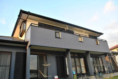 屋根塗装・外壁塗装後 AFTER 外壁はおしゃれグレーとクリームカラーを使用。