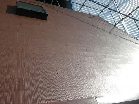 コロニアル屋根の塗り替え完成後、上から角度で撮影!ブラウンカラー