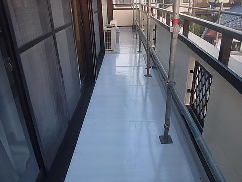 ベランダ塩ビ床下塗り完成。 熊本〇様宅塗装状況