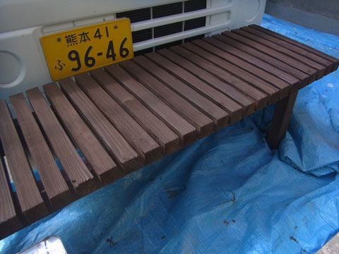 ウッドデッキ塗装AFTER カラーはダーク系ブラウンを採用。おしゃれ+木材保護完成。