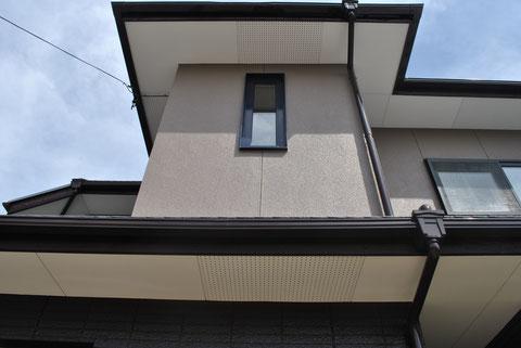 熊本市〇様家の外壁塗装完成。2階壁はライトブラウンカラーで塗替えました。
