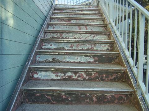 鉄骨階段 ケレン完了