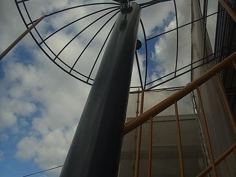 鉄骨柱の塗り替え完成。