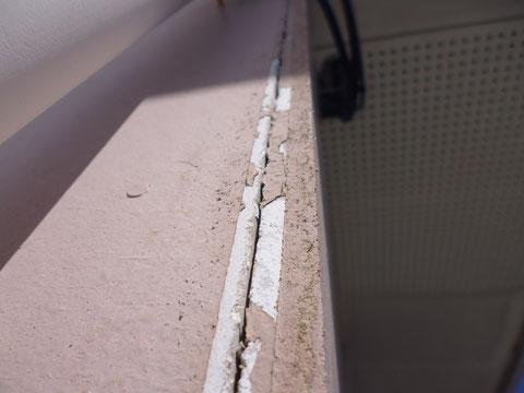 熊本市N様家。 サイディング板のコーキング劣化状況。