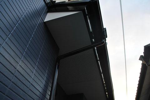 屋根塗装・外壁塗装後 AFTER 軒天仕上がり状況。