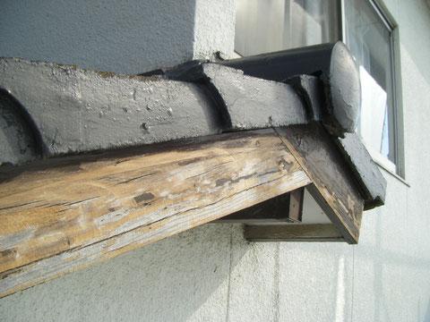 熊本県T様邸外壁塗装・屋根塗装状況。 幕板サンダーケレン途中。 浮いた塗膜を除去ししています。