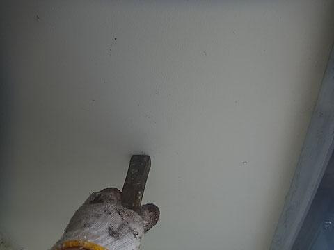 軒天 クギの突出塗装の前下地処理 熊本〇様宅塗装状況