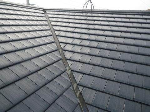 熊本市N様家の外壁塗装及び屋根塗装時。セメント瓦屋根塗装完成です。高耐久・防カビ防藻塗料使用。