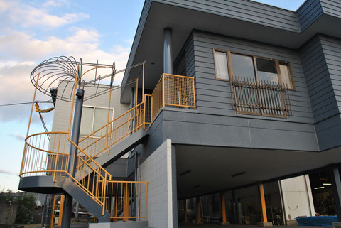 熊本市Y様事務所外壁塗装完成全体図。 おしゃれグレーの家