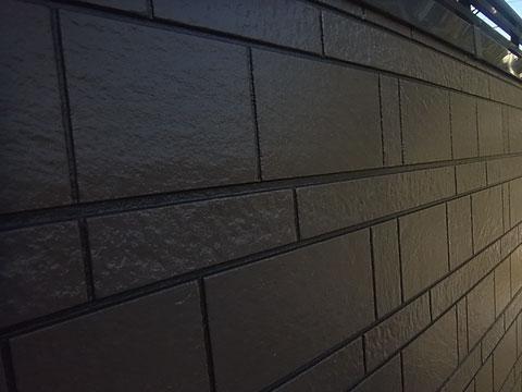熊本市東区K様家の外壁塗装及び屋根塗装時のサイディング目地色分け塗装完成。ブラウン系カラー採用。