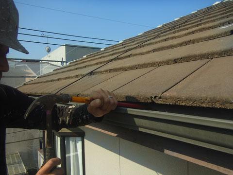 屋根塗装前の樋歪み修正。 熊本〇様邸