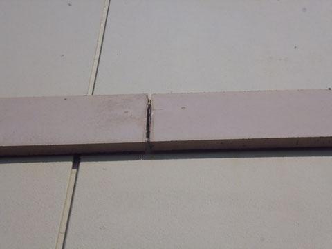 サイディング帯板のコーキング劣化状況。塗装前BEFORE