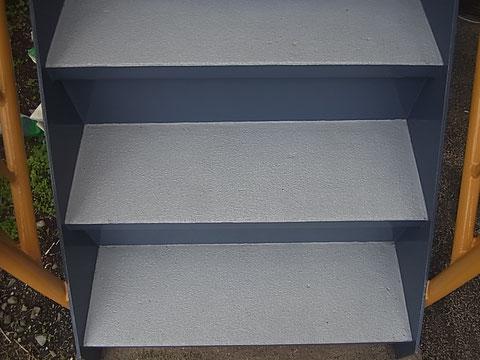 階段塗装完成。美しく丁寧施工。