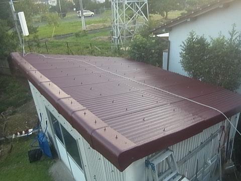 屋根おしゃれ塗装。 ワインレッド。