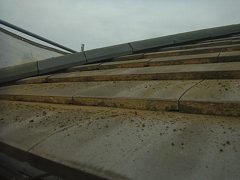 瓦屋根ケレン完了 熊本〇様宅塗装状況