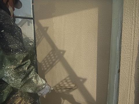熊本市の家です。外壁塗装及び屋根塗装時撮影。外壁を高耐久樹脂塗料にて塗り替え中です。
