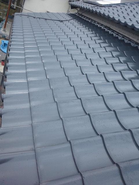 熊本の屋根塗装中。 水性シリコン塗料使用