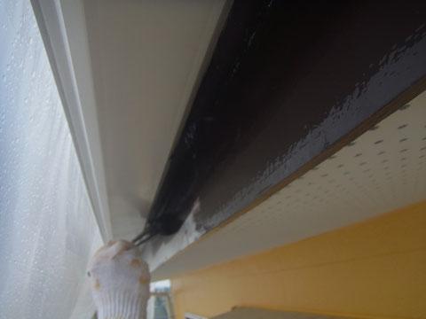 破風板の塗り替え状況。