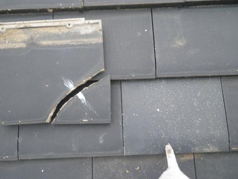 熊本県I様家の外壁塗装及び屋根塗装状況。割れた屋根瓦の交換完了後。