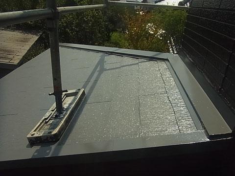 熊本市東区I様家の外壁塗装及び屋根塗装時。コロニアル屋根に高耐久遮熱塗料を塗らせて頂きました。