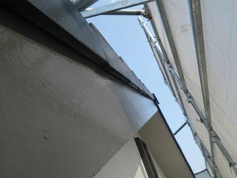 熊本市N様家の外壁塗装及び屋根塗装状況。破風板の塗装完成状況。耐久性重視・防カビ防藻塗料使用。