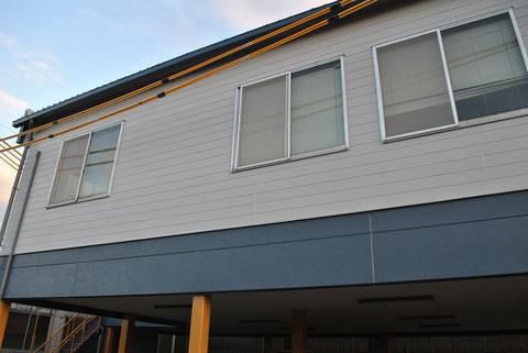 外壁北側塗り替え完成 ダークグレーとライトグレーで塗り替え 関西ペイント  高耐久 防カビシリコン塗料使用。