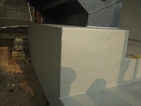 階段入口の塗装完成状況 階段滑りにくい塗料。シルバー色で塗装