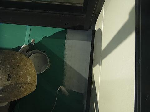 熊本市東区I様家の外壁塗装及び屋根塗装時に撮影。ベランダ床屋根を防水塗料にて塗り替えております。