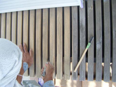 熊本H様邸 ウッドデッキ 濡れ縁の塗装前ケレン状況