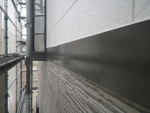 熊本市N様家の外壁塗装及び屋根塗装時。外壁とサイディング帯板の塗り替え完成。美しい仕上がり。