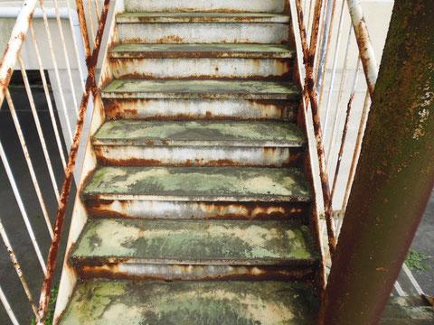 鉄骨階段塗替え前 サビ発生 塗装BEFORE