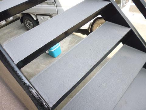 熊本I様家の外壁塗装と屋根塗装完成。鉄骨階段塗り替え完成です。美しく蘇りました。