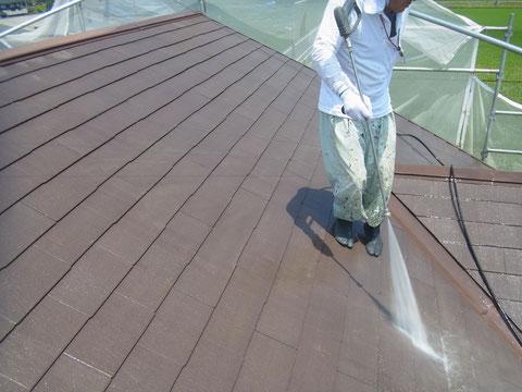 熊本県〇様家の外壁塗装及び屋根塗装工事。コロニアル屋根の高圧洗浄。