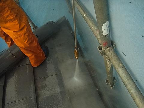 瓦屋根の高圧洗浄 熊本〇様宅塗装状況