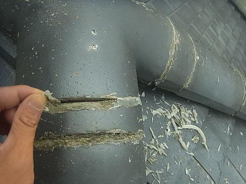 瓦屋根の既存シリコンコーキング撤去中 熊本〇様宅塗装状況