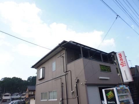 熊本I様家の外壁塗装と屋根塗装完成です。南面から撮影しました。外壁にはおしゃれブラウンカラーを使用しました。