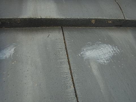 瓦屋根の大きめのひび割れ 雨漏り対策 屋根塗装前 熊本〇様宅