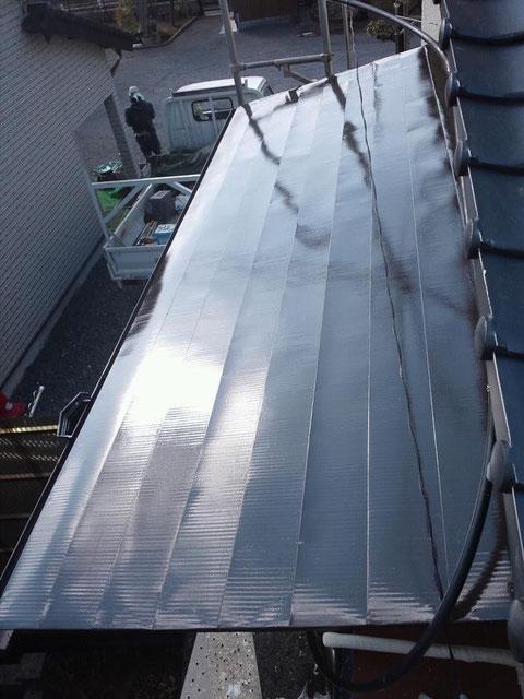 熊本県熊本市中央区〇〇様邸屋根・外壁塗装状況 鉄板屋根塗装完了