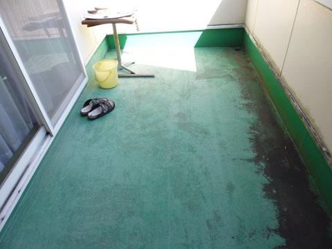 ベランダ床塗装前