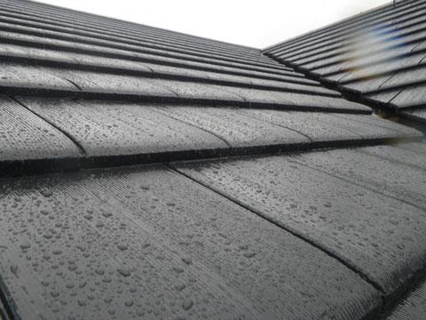 熊本市N様家外壁塗装及び屋根塗装完成報告。セメント瓦の塗装完成後、雨の撥水状況。