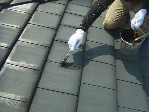 熊本県〇様家住宅のセメント屋根瓦塗装完成です。防カビ・高耐久塗料を使用しました。