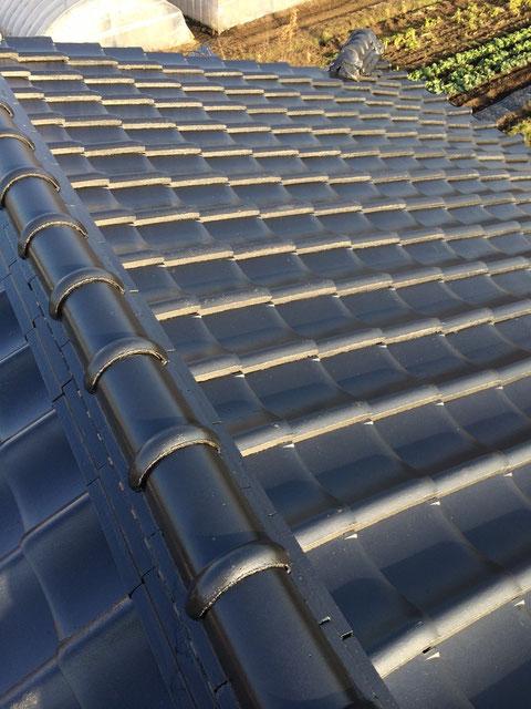 熊本市〇様家瓦屋根塗装工事完成。ブラックカラーで塗り替えました。