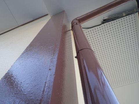 トイと破風板木部塗り替え前BEFORE 塗膜の浮き 剥がれの状態。