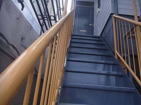 階段塗替え全体図 グレーとイエローで塗装完成 熊本Y様事務所
