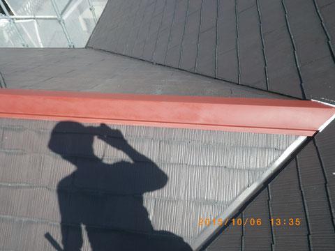 熊本市〇様家の屋根塗装及び外壁塗装状況。屋根板金錆止め処理後。