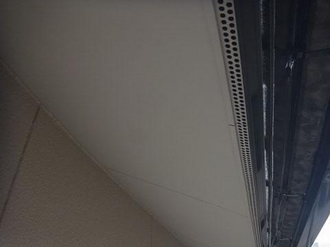 熊本市K様家の外壁塗装・屋根塗装時撮影。軒天井の塗り替えが完成しました。